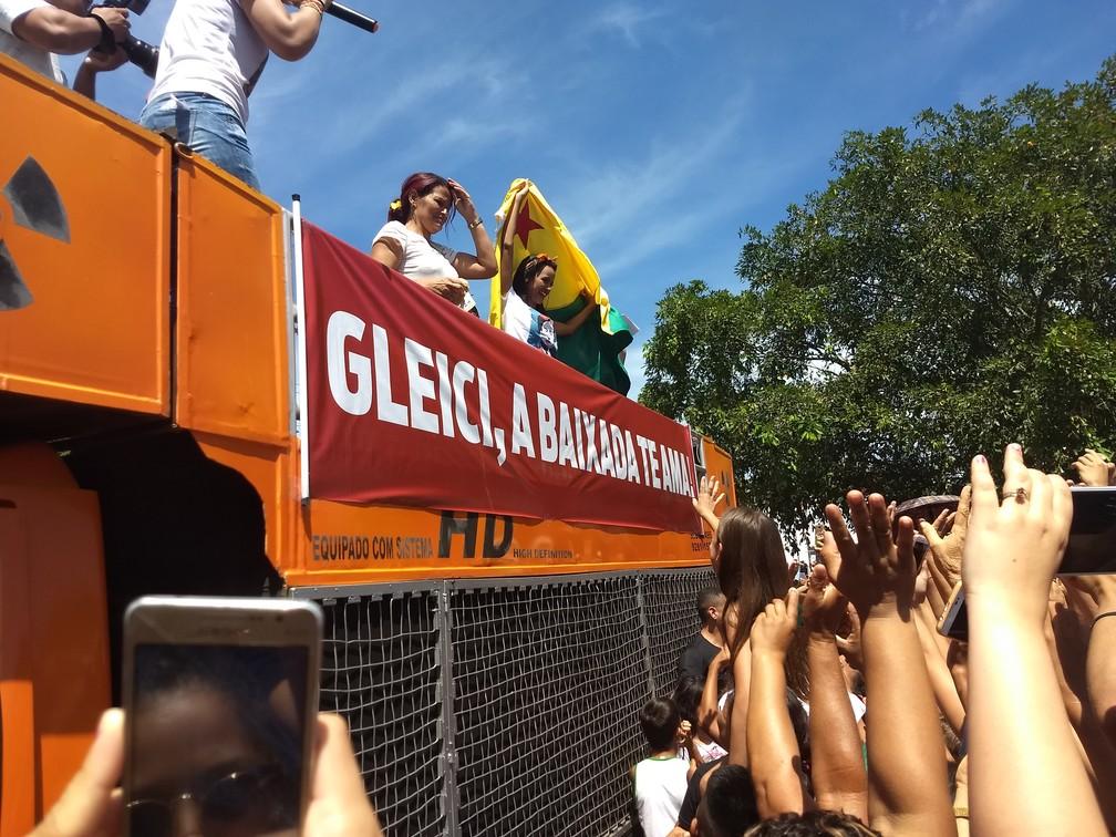 Gleici participou de ato na Praça Plácido de Castro, em Rio Branco (Foto: Aline Nascimento/G1)