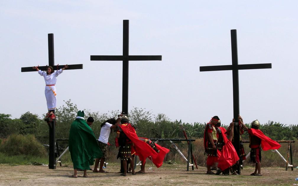 Encenação da crucificação de Jesus Cristo em Cutud Village, nas Filipinas (Foto: REUTERS/Romeo Ranoco)