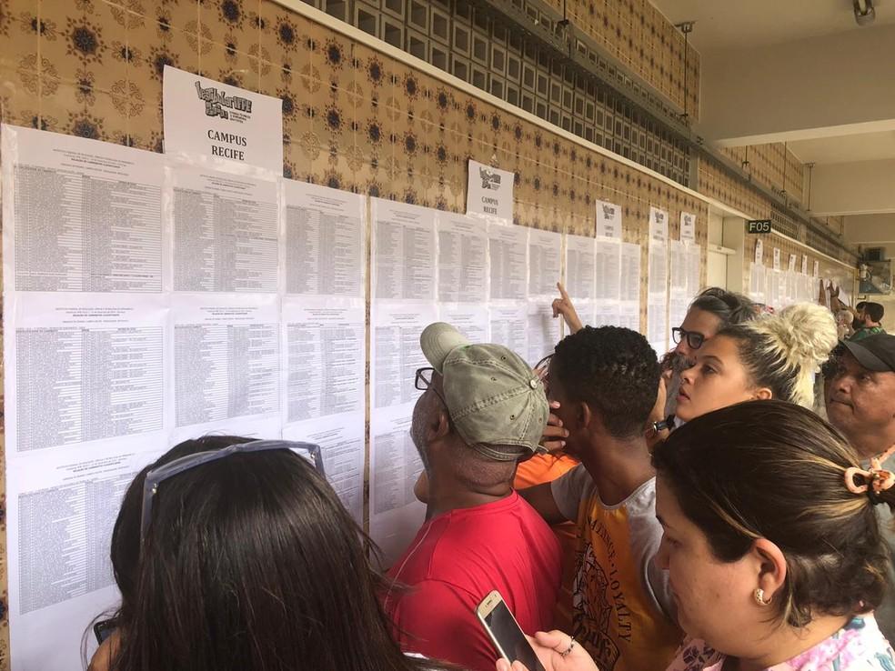 Listão do IFPE foi divulgado na sede da instituição, na Zona Oeste do Recife, nesta quinta-feira (9) — Foto: Isabela Veríssmo/G1