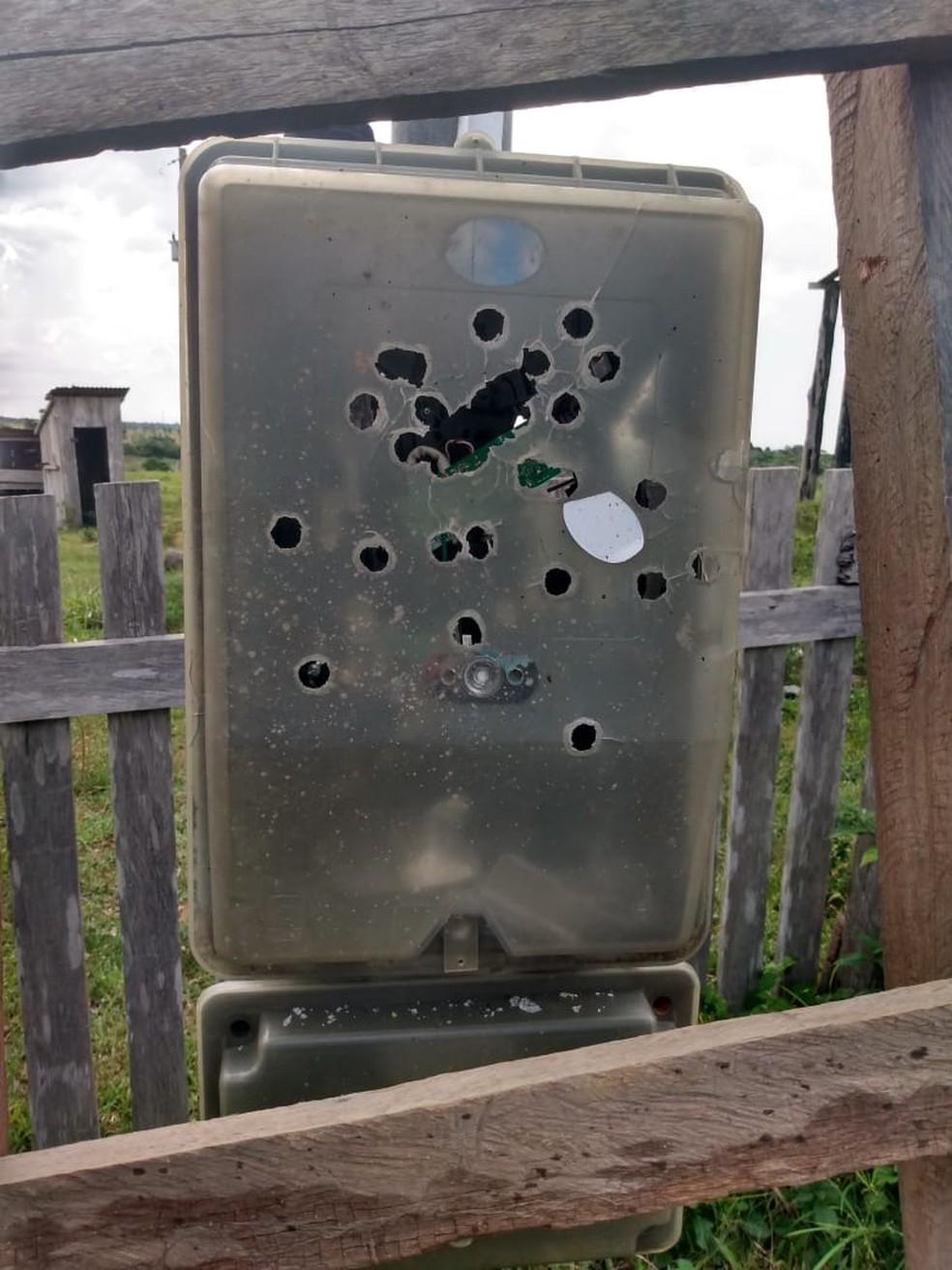 Marcas de tiro foram encontradas em diversos locais da fazenda — Foto: Divulgação