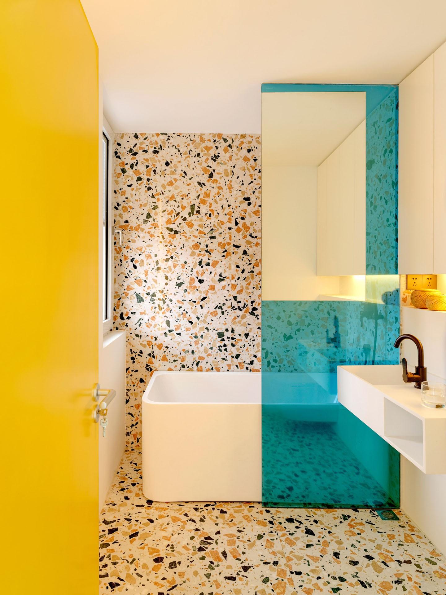 Décor do dia: banheiro revestido com terrazzo colorido (Foto: Jonathan Leijonhufvud/Divulgação)