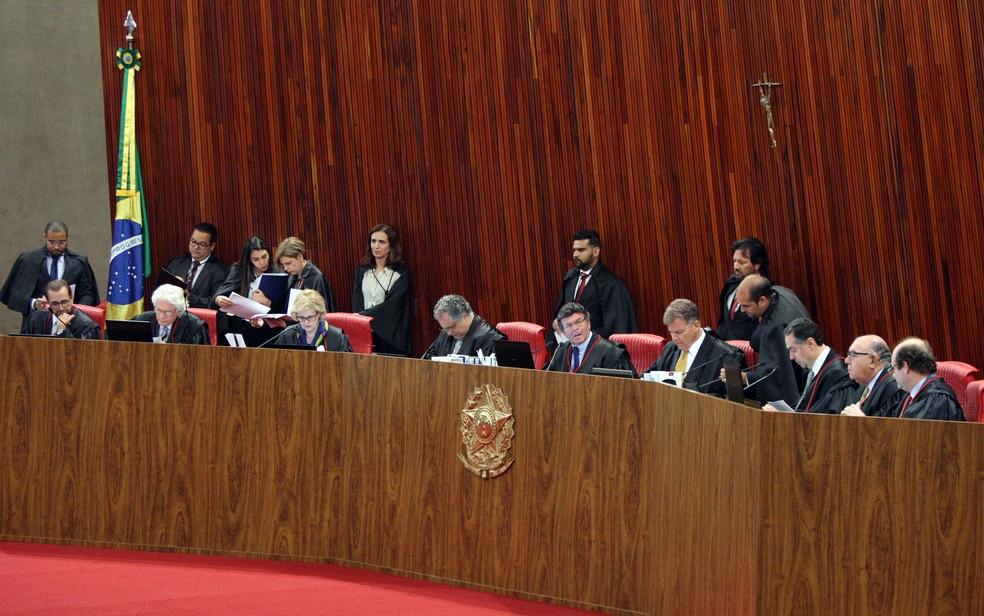 Ministros durante sessão no Tribunal Superior Eleitoral (Foto: Nelson Jr./Ascom/TSE)