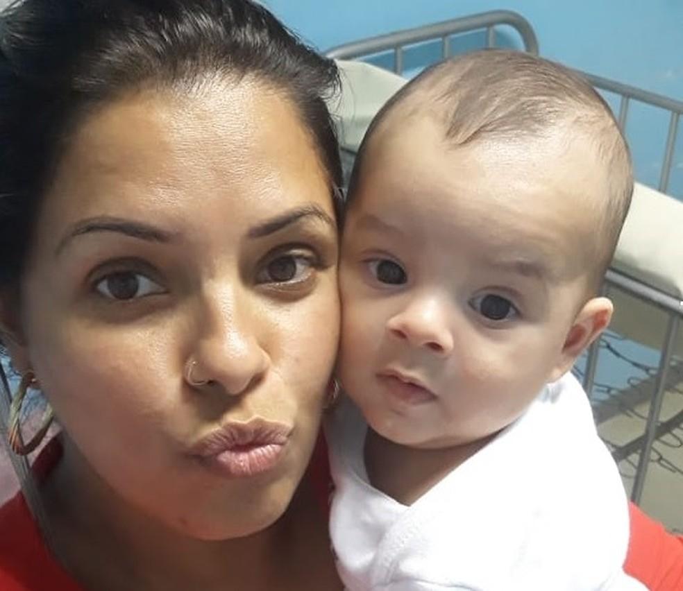 Descoberta da doença mudou a rotina da mãe Franciele da Silva, de 32 anos — Foto: Arquivo Pessoal