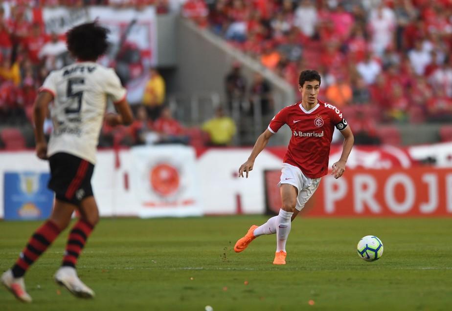 De olho no mercado, Flamengo tem Rodrigo Dourado, volante do Internacional, no radar para 2020