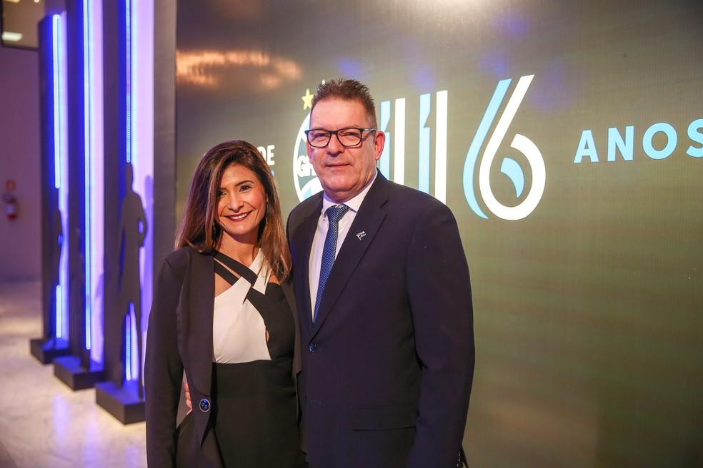 Claudio Oderich e a esposa em jantar do Grêmio — Foto: Lucas Uebel/Grêmio