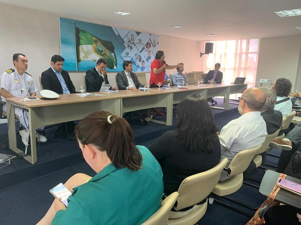Autoridades do estado discutem soluções para descarte de óleo encontrado em praias do RN — Foto: Anna Alyne Cunha/Inter TV Cabugi