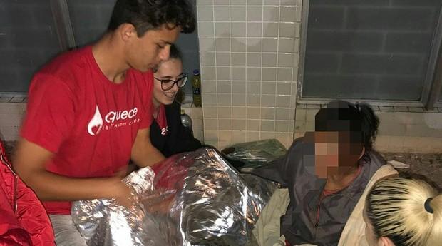 150 cobertores já foram entregues para moradores de rua de Curitiba (Foto: Reprodução/Facebook/Aquece)