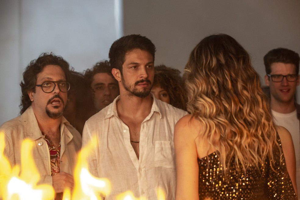 Marcos (Romulo Estrela) enfrenta Silvana (Ingrid Guimarães) — Foto: Isabella Pinheiro/Gshow