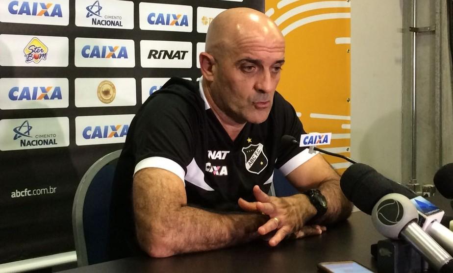 Schülle elogia entrega dos jogadores do ABC em empate com Santa Cruz