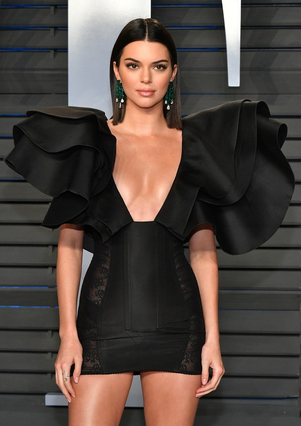 BEVERLY HILLS, CA - MARCH 04:  Kendall Jenner attends the 2018 Vanity Fair Oscar Party hosted by Radhika Jones at Wallis Annenberg Center for the Performing Arts on March 4, 2018 in Beverly Hills, California.  (Photo by Dia Dipasupil/Getty Images) (Foto: Getty Images)