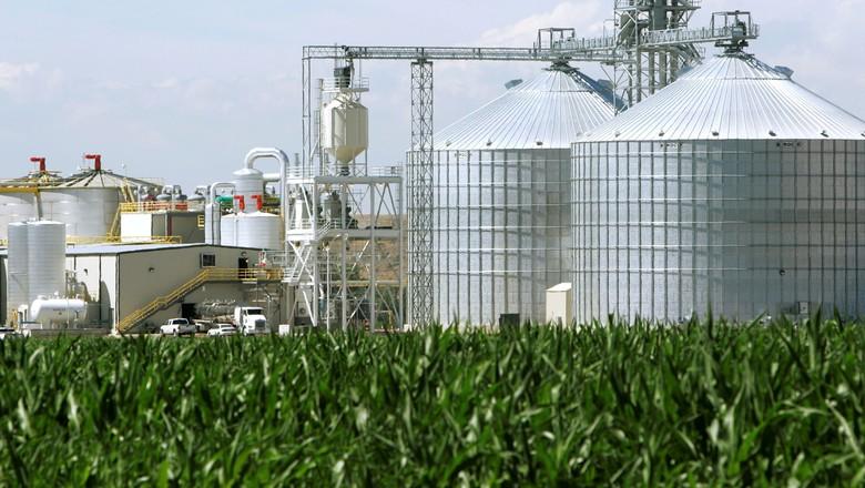 Usina de etanol de milho em Windsor, Colorado (EUA) 07/07/2006 (Foto: REUTERS/Rick Wilking)