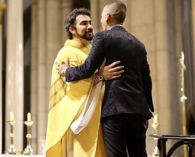 Guimê e padre Fábio de Melo (Foto: Manuela Scarpa/Brazil News)