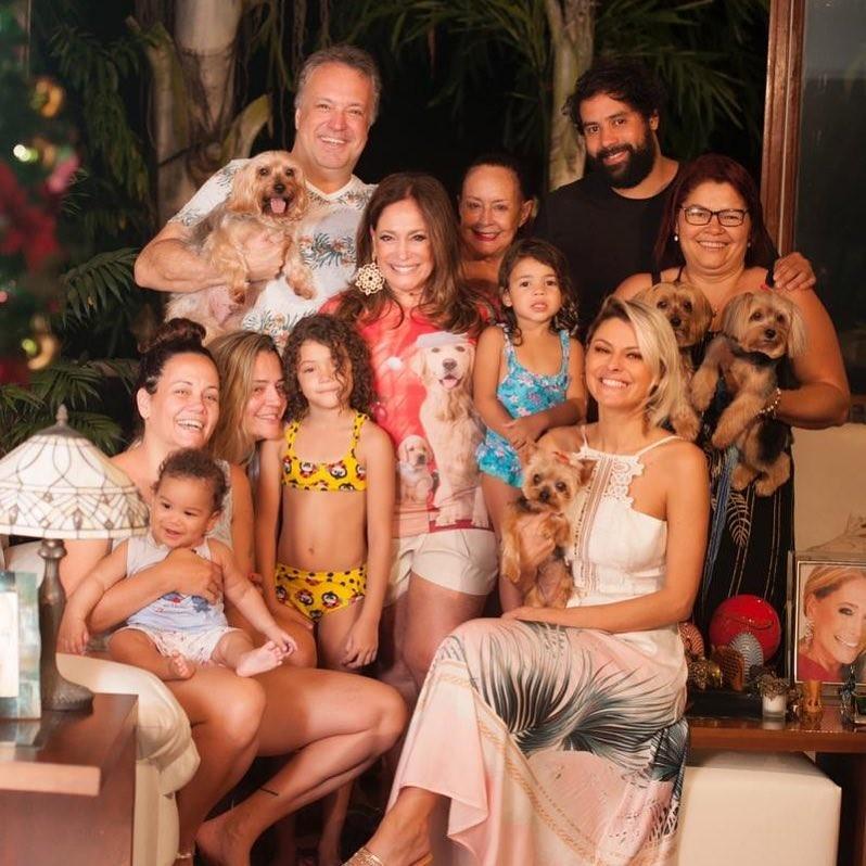 Suzana Vieira e família (Foto: Reprodução Instagram)