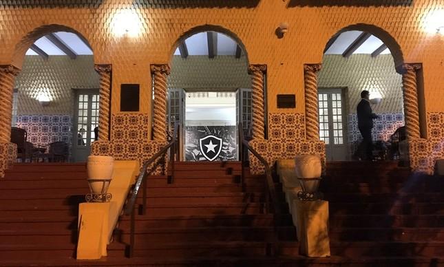 Botafogo: pelo menos dois fundos estrangeiros estão interessados em investir no clube