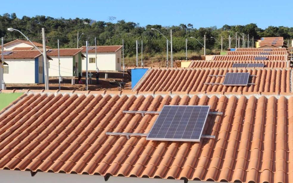 Casas em Alto Paraíso recebem painéis de energia fotovoltaica (Foto: Divulgação/Agehab)