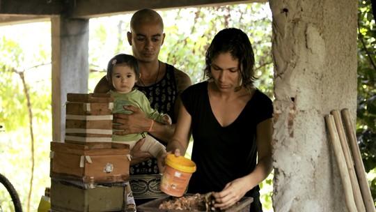 Moradores da Ilha de Boipeba se unem contra o acúmulo de lixo