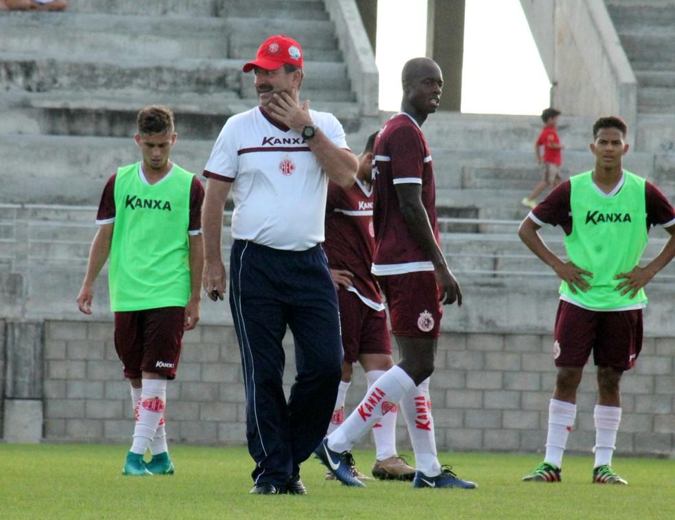 Leandro Campos comandou mais um treino coletivo no CT Abílio Medeiros, em Parnamirim (Foto: Canindé Pereira/América FC)