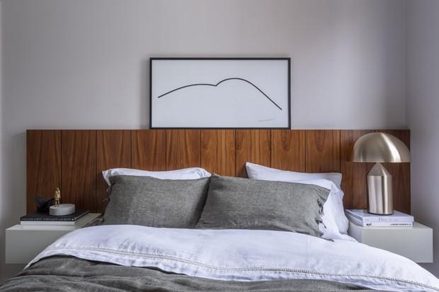 Apartamento minimalista revela linhas retas em marcenaria sob medida (Foto: Gabriel Castro)