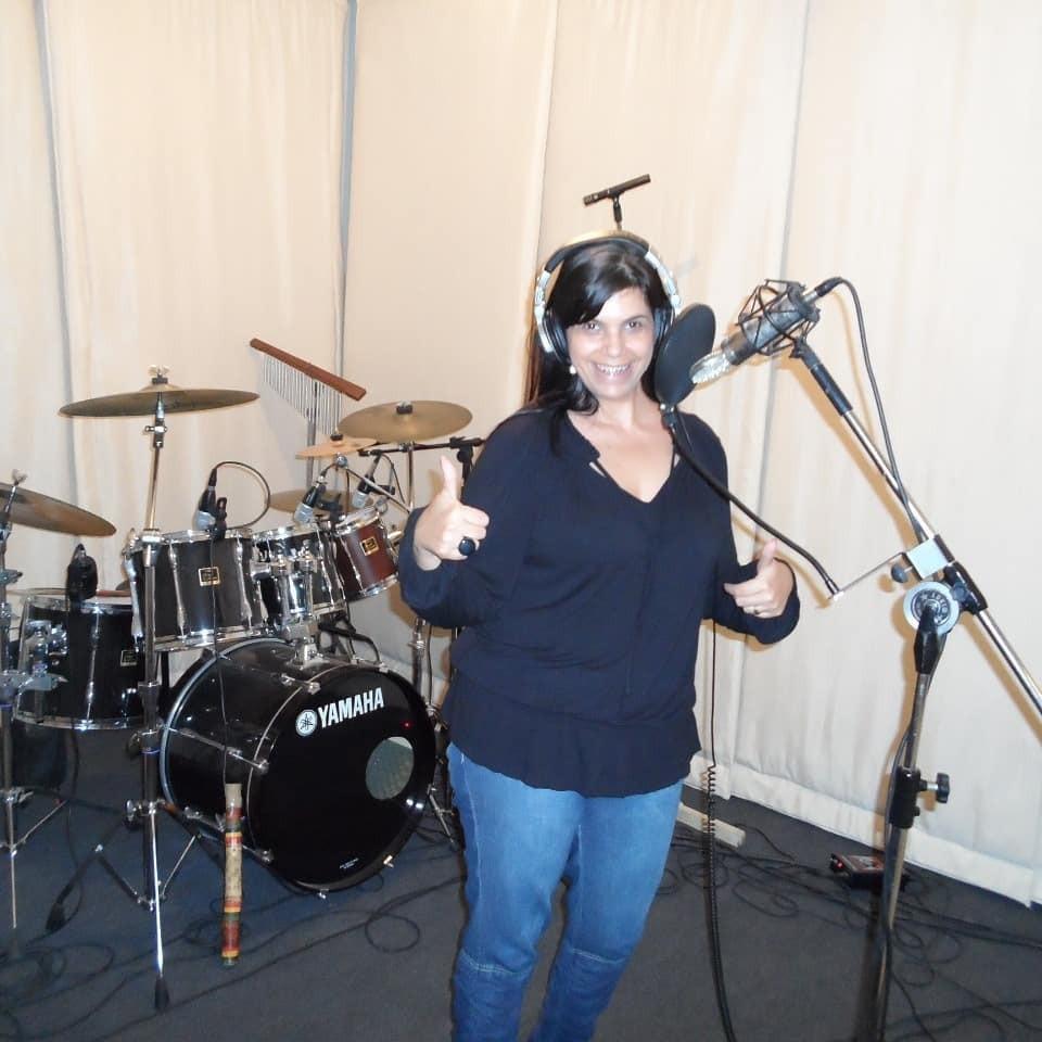 Cantora gospel Cristiane Ferr morre de Covid-19 em Juiz de Fora