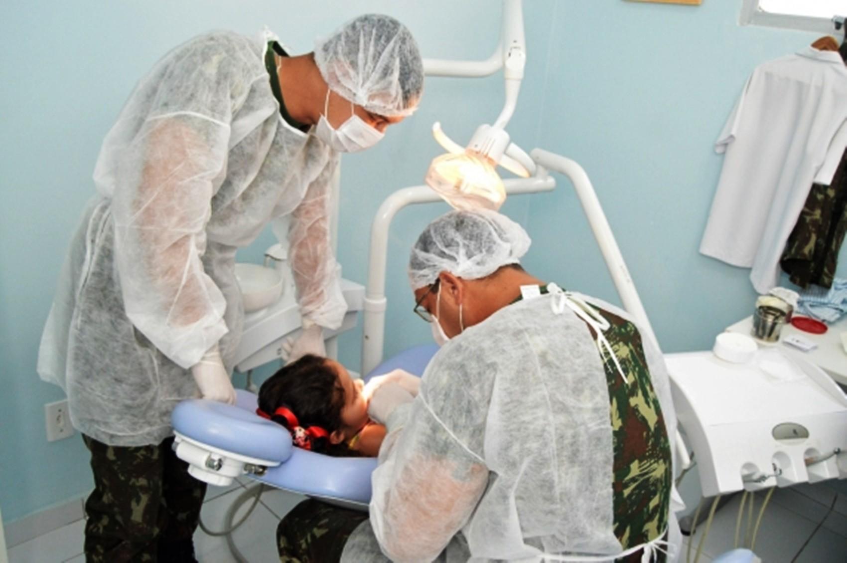 Exército realiza atendimentos de saúde gratuitos em Mãe Luíza, em Natal - Notícias - Plantão Diário