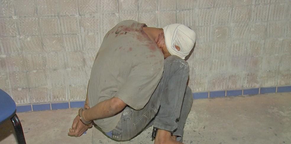 Assaltante foi agredido por moradores após furto em igreja — Foto: TVCA/Reprodução