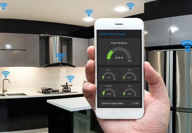 Num futuro breve, vários dispositivos da casa, como lâmpadas e torneiras, estarão conectados à internet, facilitando o controle de recursos  (Foto: Fotolia)