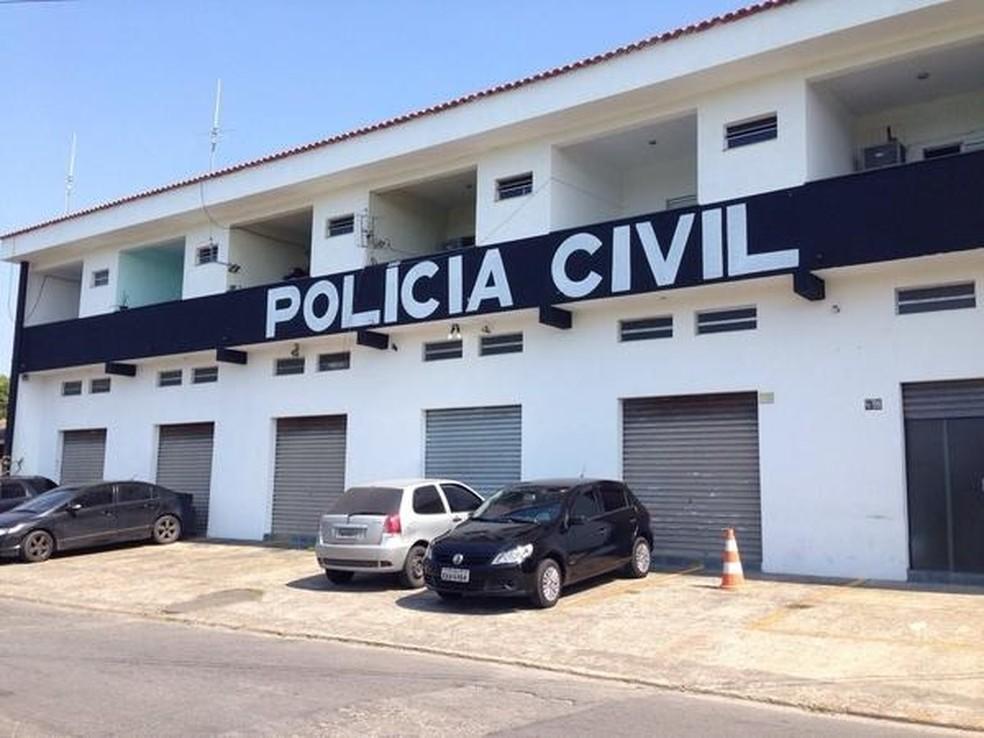 Equipe da DIG de Itanhaém, SP, encontrou manchas de sangue e uma panela com o órgão genital da vítima no quarto da pousada — Foto: Mariane Rossi/G1