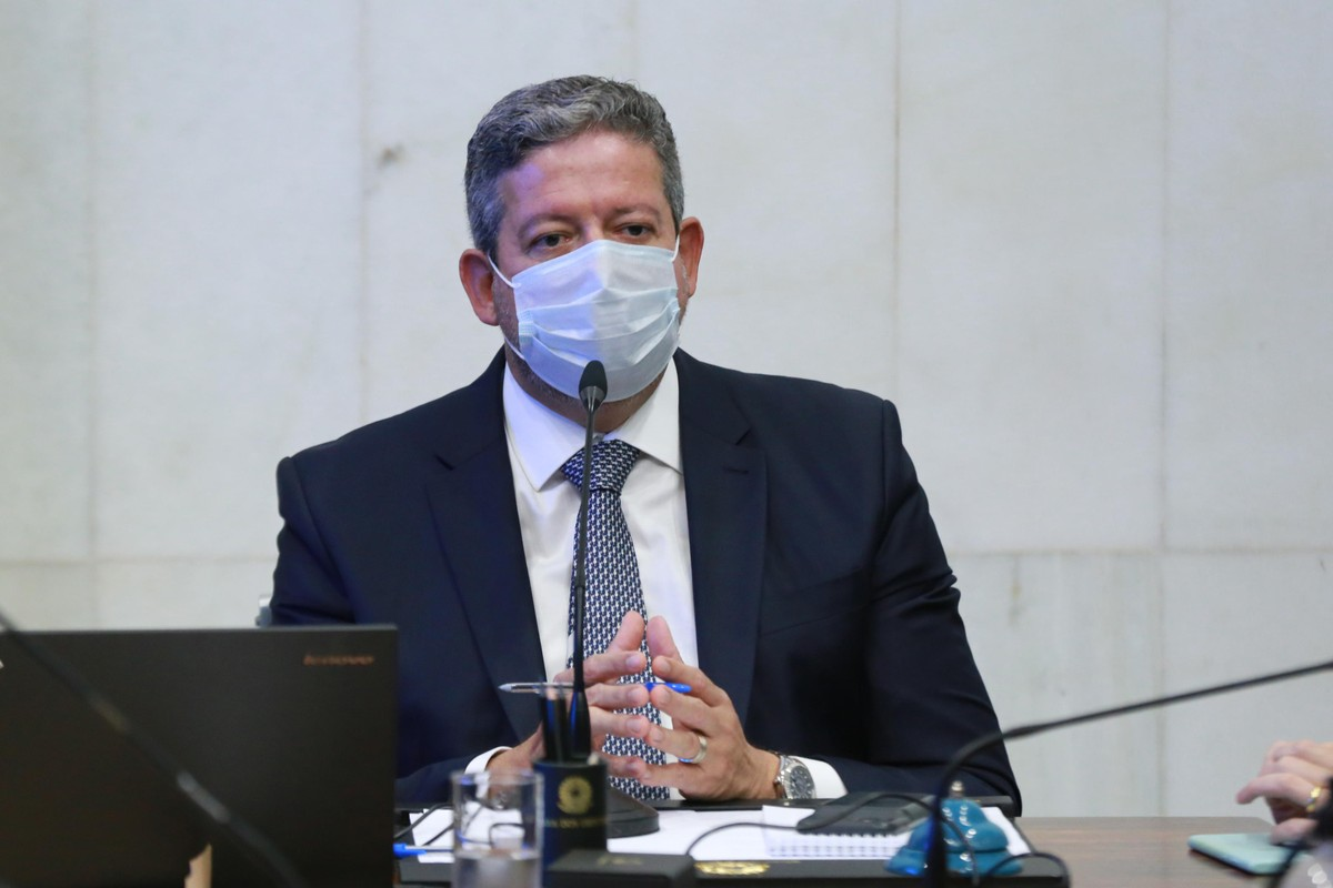 É importante reafirmar o Imposto de Renda como fonte do Auxílio Brasil, diz Lira