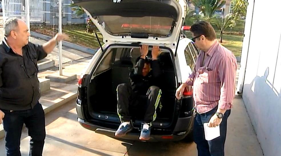 Assaltante preso havia saído da cadeia há quatro dias após sete anos de prisão por tráfico (Foto: Reprodução / TV TEM)