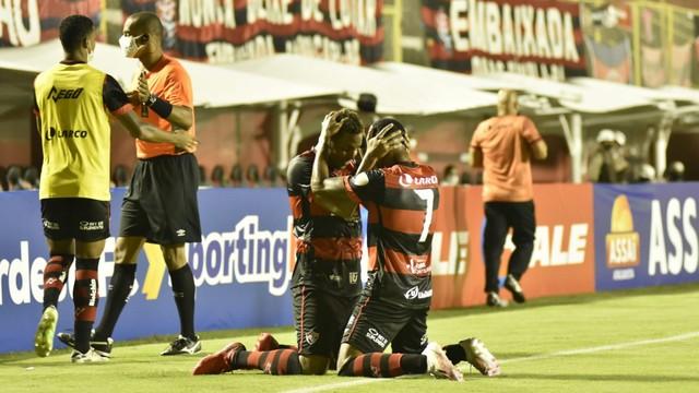 Samuel e David comemoram gol em Vitória x Altos