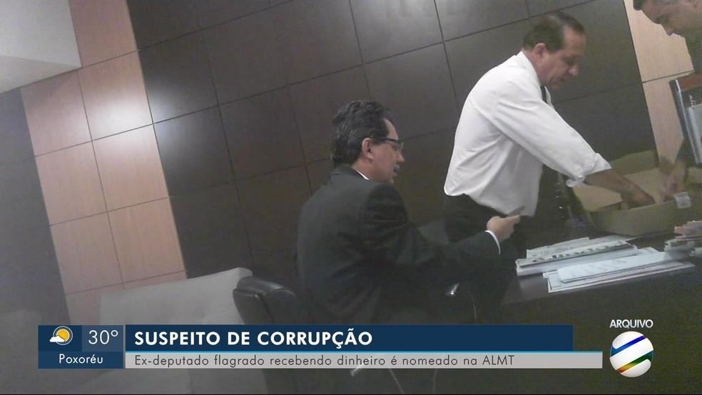 José Domingos Fraga foi flagrado recebendo suposta propina. — Foto: TVCA/Reprodução