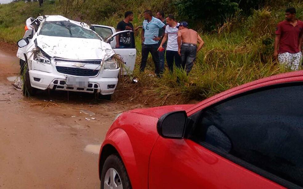 Passageiro de carro envolvido em batida com moto morreu na manhã desta sexta-feira (13), na Bahia (Foto: Thainá Lôbo/Voz da Bahia)