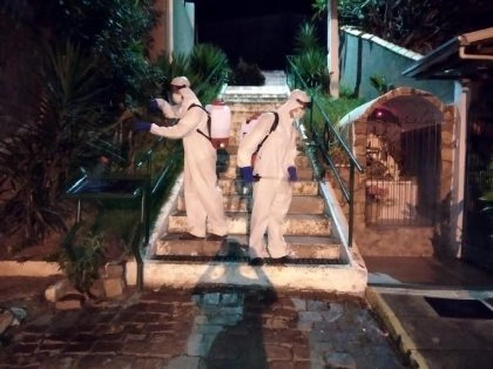 Equipes mantêm higienização das ruas em Trajano de Moraes, no RJ — Foto: Divulgação/Prefeitura de Trajano de Moraes