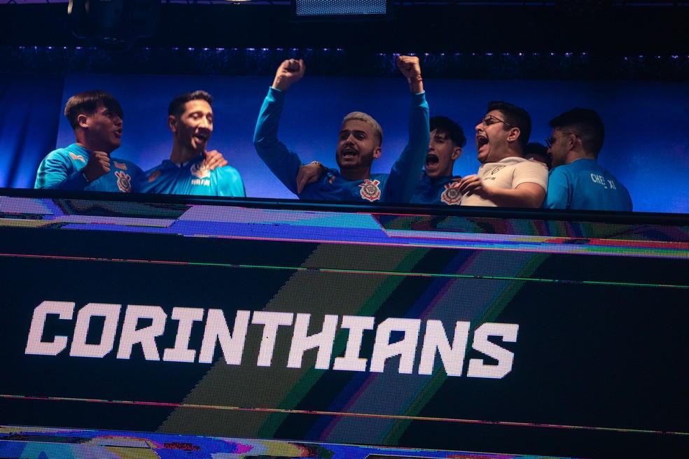 Jogadores do Corinthians comemoram Booyah que deu título mundial — Foto: Tuiki Borges
