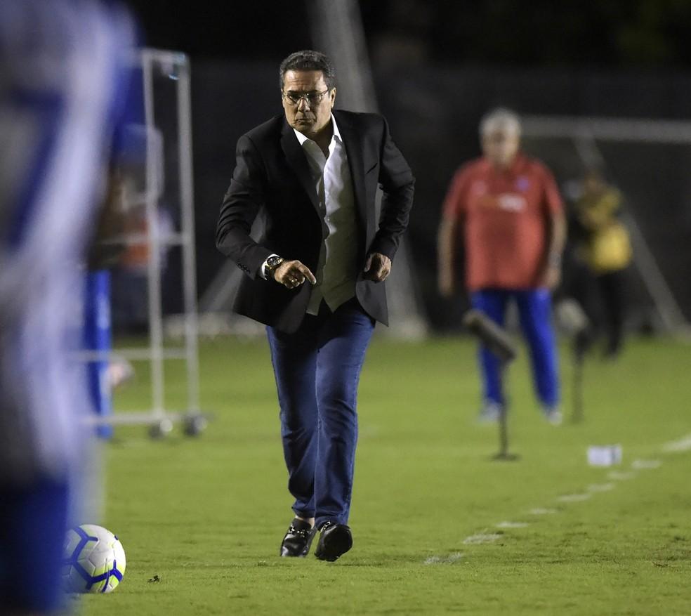 Vanderlei Luxemburgo mostra nervosismo em estreia pelo Vasco — Foto: André Durão