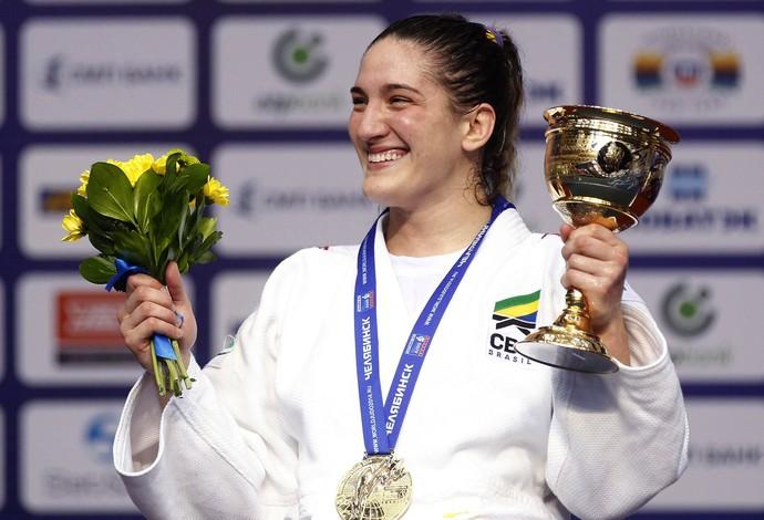 Mayra Aguiar com medalha Mundial de Judô (Foto: EFE)