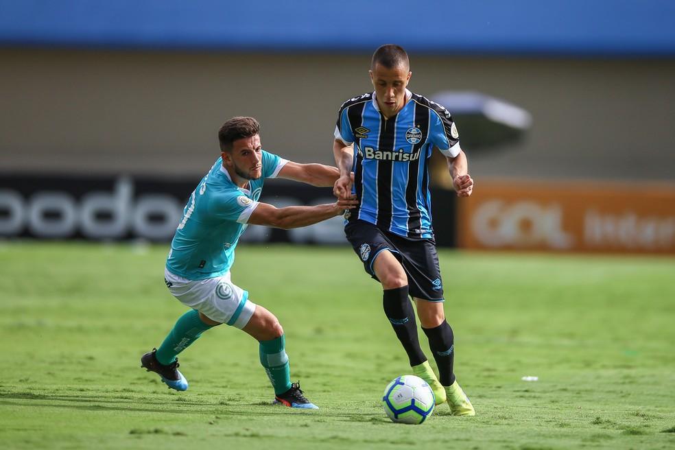 Matheus Frizzo em ação contra o Goiás — Foto: Lucas Uebel/Grêmio