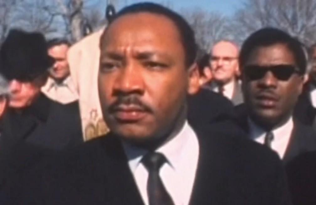 Martin Luther King em manifestação (Foto: Reprodução/TV Globo)