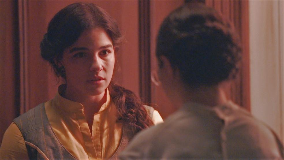 Pilar (Gabriela Medvedovski) confronta Dolores (Daphne Bozaski) em 'Nos Tempos do Imperador' — Foto: Globo