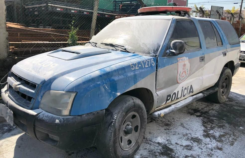 Veículo foi incendiado no bairro Morada da Montanha (Foto: TV Rio Sul/Anderson Sobrinho)
