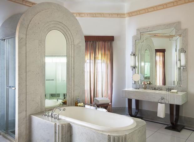 Banheiro dos quartos do Taj Umaid Bhawan (Foto: Taj Hotels/ Reprodução)