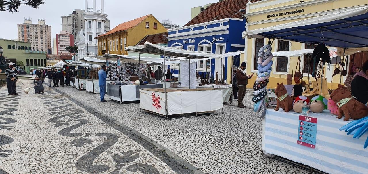 Coronavírus: Feira do Largo da Ordem, em Curitiba, volta a funcionar com 50% das barracas no domingo (24)