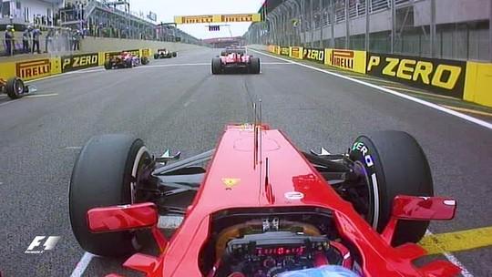 Onboard clássica #14: com arrojo e esperteza, Alonso passou dois de uma vez em Interlagos, em 2012
