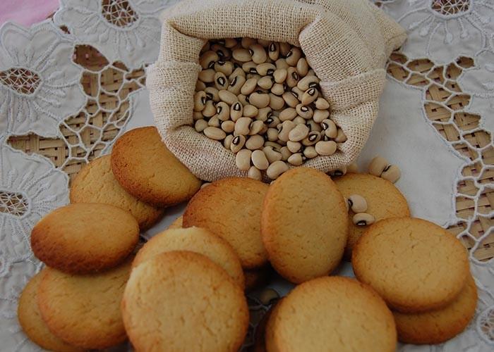 Biscoito de feijão-de-corda foi produzido com variedade biofortificada desenvolvida pela Embrapa (Foto: Magda Cruciol/Embrapa)