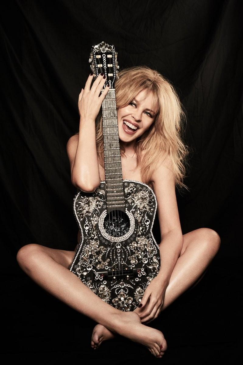 A foto nua compartilhada por Kylie Minogue para celebrar seus 50 anos (Foto: Twitter)