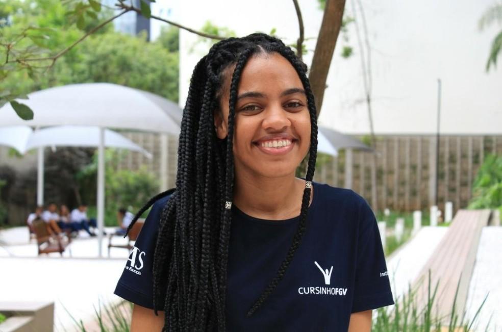 Veridiana Santana, de 23 anos, é diretora institucional do cursinho popular da Fundação Getúlio Vargas (FGV-SP). — Foto: Divulgação
