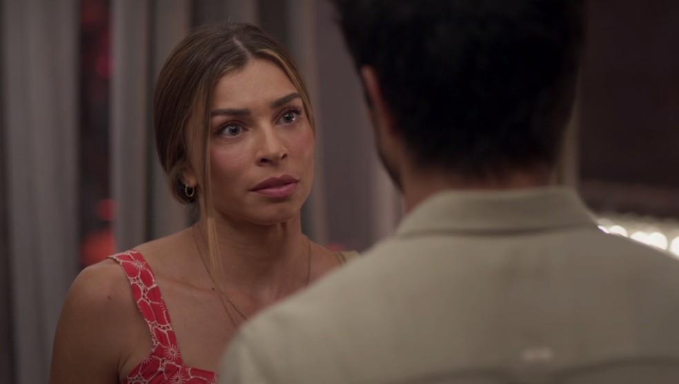 Paloma (Grazi Massafera) explica a Marcos (Romulo Estrela) que não confia nele — Foto: TV Globo