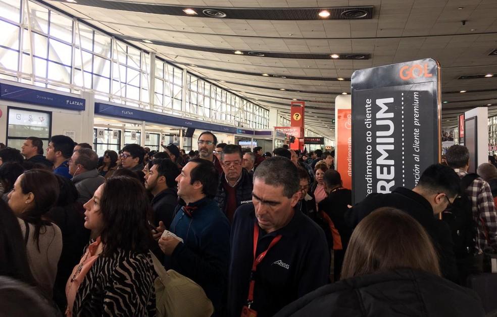 Aeroporto de Santiago registra tumultos com muitos voos cancelados ou adiados — Foto: Adriane Schultz/G1