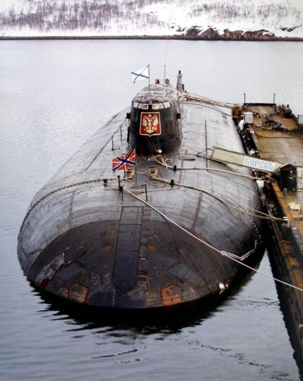 Submarino nuclear russo Kursk, em foto de 2000. A embarcação naufragou no ano seguinte (Foto: AP Foto/Archivo)