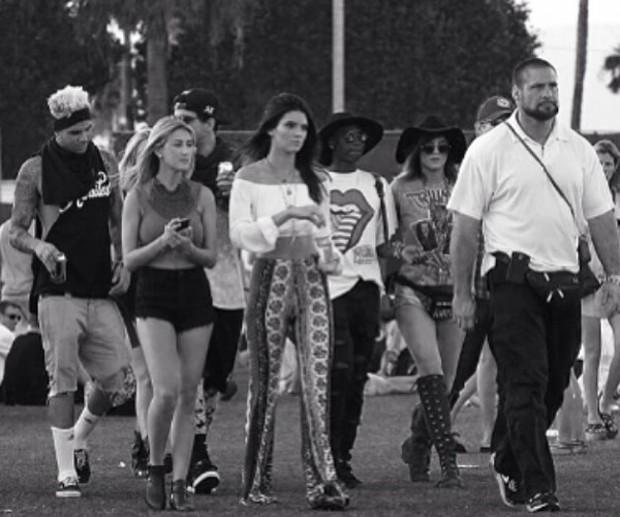 Miles Richie ainda é amigo próximo das Kardashians/Jenner (à esquerda, ele no Coachella 2014 com Kendall Jenner) (Foto: Reprodução/Instagram)